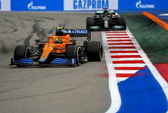 Lando Norris rutschte beim Russland-GP spät der Sieg durch die Finger. - Foto: LAT Images