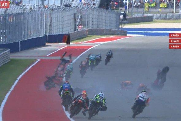 Nicht nur Valentino Rossi war über diese Szene entsetzt - Foto: MotoGP.com/Screenshot