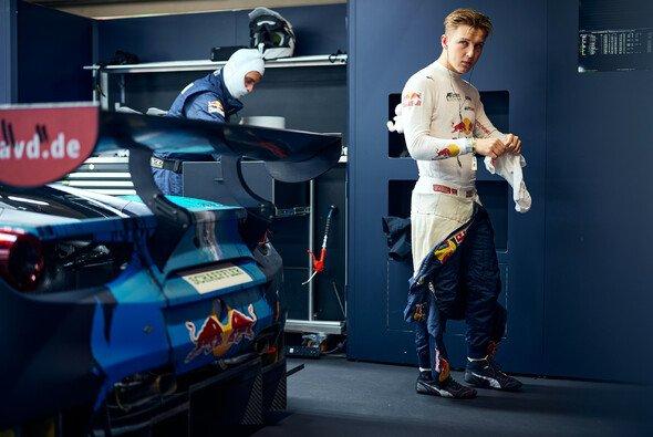 Liam Lawson reist als DTM-Gesamtführender zum Saisonfinale an den Norisring - Foto: Julian Kroeh/Red Bull Content Pool