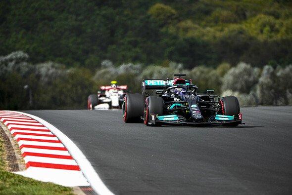 Lewis Hamilton fährt im 1. Training Streckenrekord in der Türkei - Foto: LAT Images
