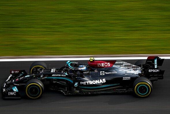 Mercedes-Pilot Valtteri Bottas erbt nach dem Formel-1-Qualifying in Istanbul die Pole Position von Lewis Hamilton - Foto: LAT Images