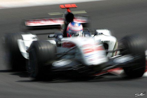 Button hofft, dass sein 007 diesmal schnell und standfest sein wird... - Foto: Sutton