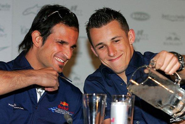 Darauf erst einmal anstoßen: Tonio fährt das Rennen, Christian darf am Freitag ran! - Foto: Sutton