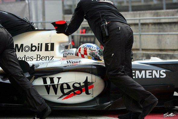 Die Sitzprobleme des Alex Wurz sind Vergangenheit - gestern drehte er 139 Runden... - Foto: Sutton