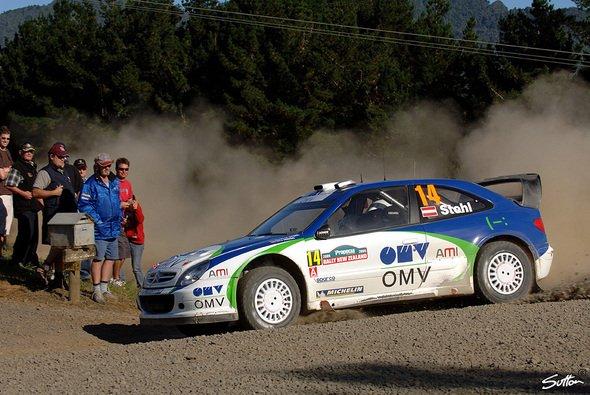 Manfred Stohl hofft in Italien auf Punkte. - Foto: Sutton