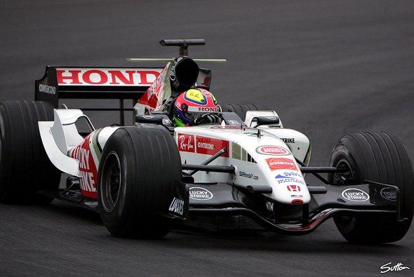 Enrique Bernoldi spulte Testkilometer für Testkilometer ab. - Foto: Sutton