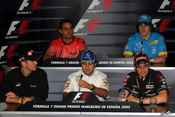 Die fünf Gäste bei der FIA-Pressekonferenz... - Foto: Sutton