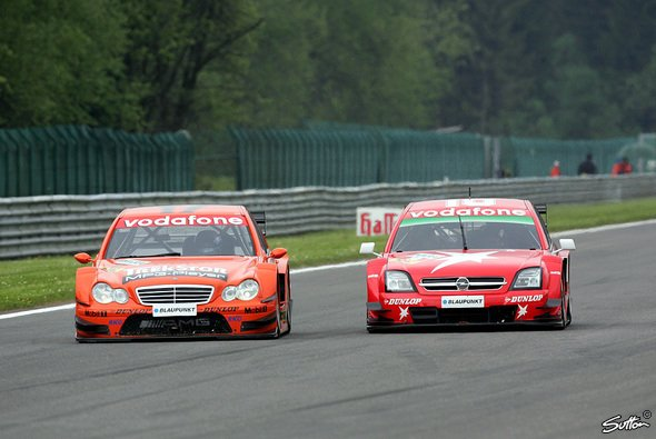 Frentzen musste sich mit den Vorjahres-Mercedes herumschlagen. - Foto: Sutton