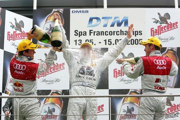 Drei Nordeuropäer durften auf dem Podest Champagner verspritzen. - Foto: Sutton