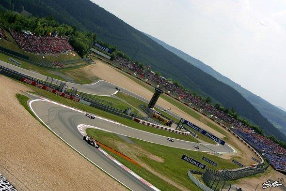 Der Nürburgring bietet Fans und Fahrern viel Spaß. - Foto: Sutton