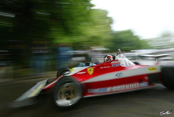 Jacques Villeneuve fuhr schon einmal im Auto seines Vaters - Foto: Sutton