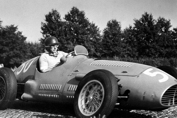 Fangio bei seinem Sieg in Monza. - Foto: Sutton