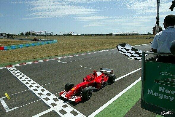 Mit vier Stopps fuhr Michael Schumacher im letzten Jahr zum Sieg. - Foto: Sutton