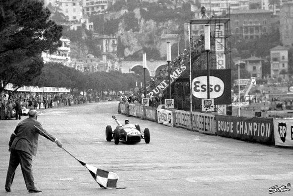 Stirling Moss holt in Monaco den ersten Sieg für Lotus. - Foto: Sutton