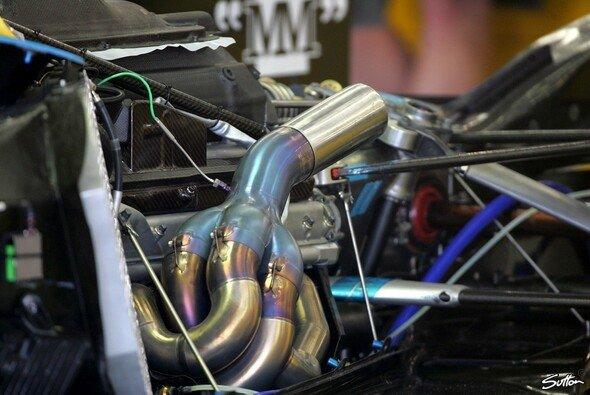 Die Renault V10 dürfen in Monza beide ausgetauscht werden. - Foto: Sutton