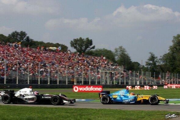 Alonso und Räikkönen 2005 in Monza - Foto: Sutton