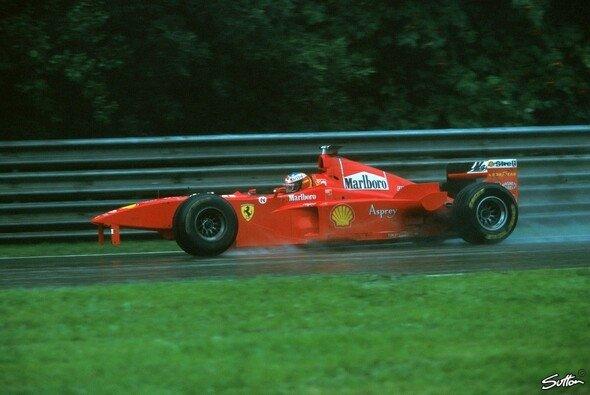 Michael Schumacher verlor nach der Kollision mit David Coulthard 1998 in Spa-Francorchmaps die Fassung - Foto: Sutton