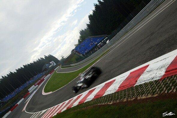 Montoya fuhr auf die Pole Position. - Foto: Sutton