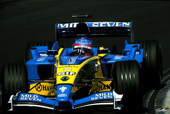 Fernando Alonso fuhr 2003 in Ungarn Kreise um das Formel-1-Establishment - Foto: Sutton