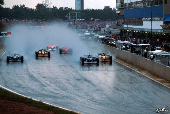 1996 gab es noch echte Starts im Regen - Foto: Sutton