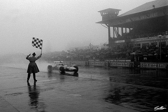 Nebel-Chaos auf dem Nürburgring hat eine lange Tradition - Foto: Sutton