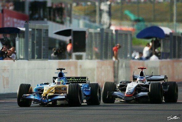 F1-Showdown in Suzuka 2005: Fisichella vs. Räikkönen - Foto: Sutton