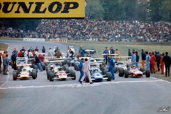 Soll die Formel 1 die Startformation ändern? - Foto: Sutton
