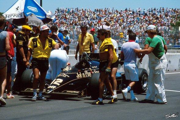 Gemessen an der sengenden Sonne konnten die Hosen von Nigel Mansells Lotus-Machanikern in Dallas 1984 gar nicht kurz genug sein