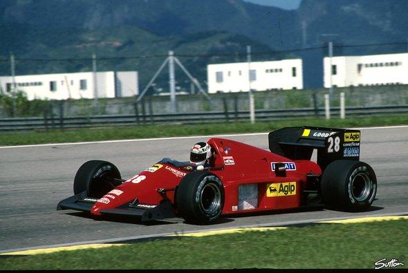 Die Ferrari-Boliden fuhren immer in rot - Foto: Sutton