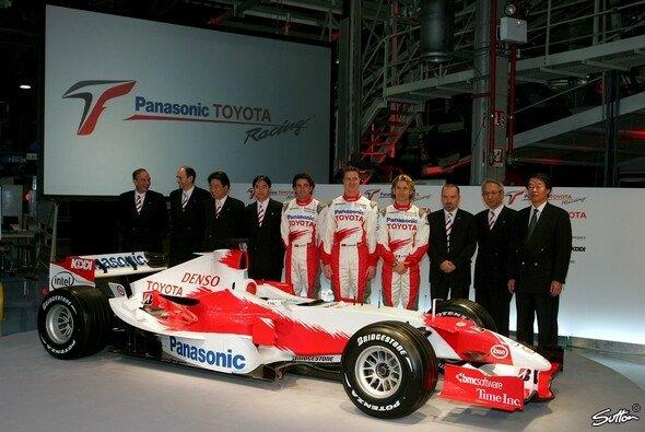Bei der Präsentation 2006 war Da Matta schon lange nicht mehr bei Toyota - und Gascoyne nicht mehr lange