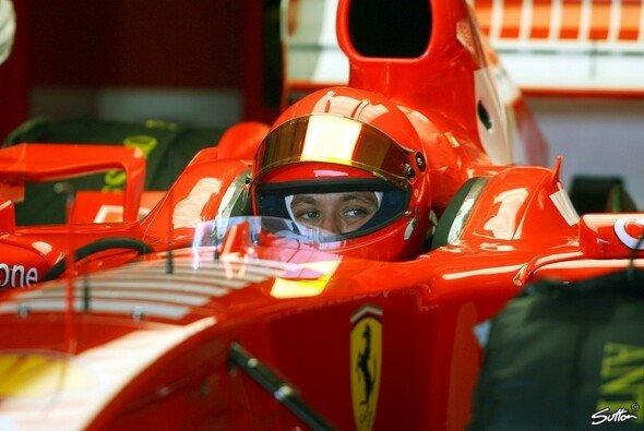 MotoGP-Legende Valentino Rossi versuchte sich 2006 mit Ferrari an der Formel 1 - Foto: Sutton