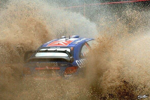 Loeb hat über 40 Sekunden Vorsprung auf Solberg. - Foto: Sutton