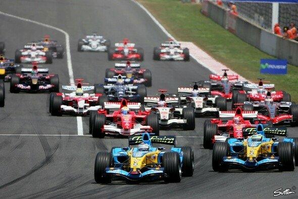 Alonso erlebte am Start seinen kniffligsten Moment. - Foto: Sutton