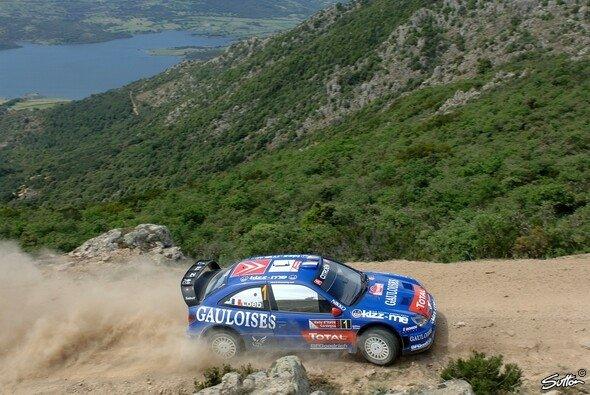 Loeb holte in Sardinien seinen 5. Sieg in Folge. - Foto: Sutton