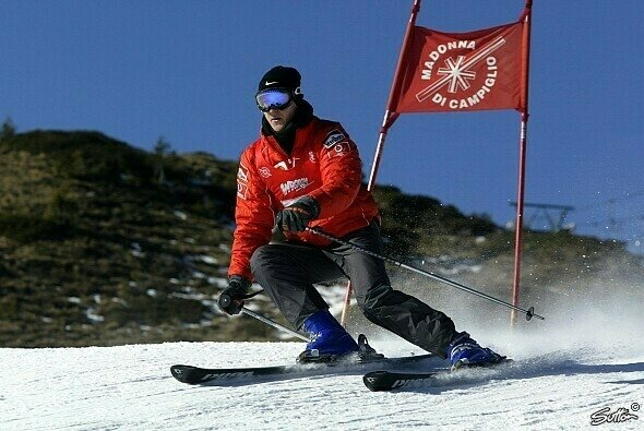 Michael Schumacher war insbesondere durch diverse Ferrari-Events in Madonna di Campiglio ein erfahrener Skifahrer - Foto: Sutton