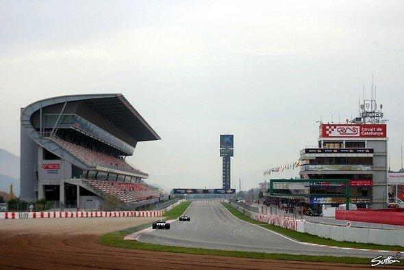 Große Bühne fürs Finale: Die Formel-1-1Strecke von Barcelona erwartet die Blancpain-GT-Serie - Foto: Sutton
