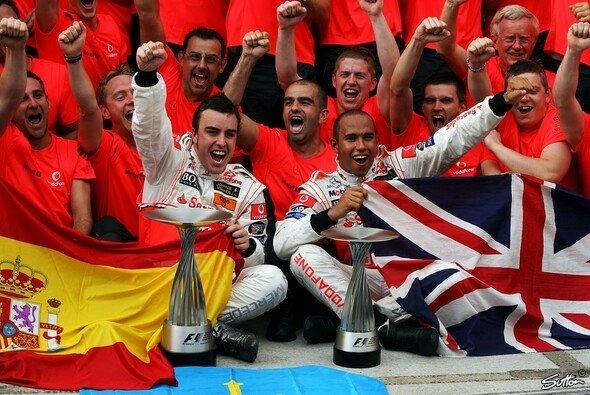 Fernando Alonso könnte sich Lewis Hamilton wieder als Teamkollegen vorstellen - Foto: Sutton