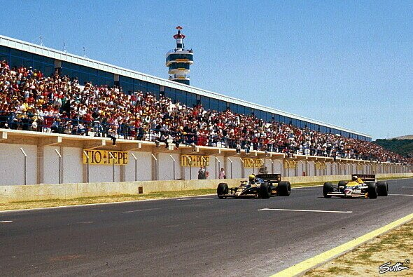 0,014 Sekunden trennten Ayrton Senna und Nigel Mansell bei der Zieldurchfahrt - Foto: Phipps/Sutton