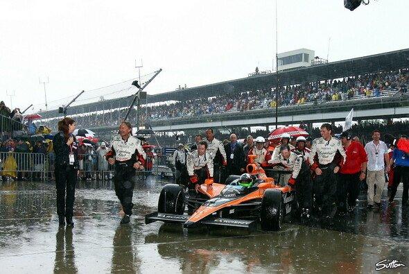 Dario Franchitti verhalf ein Plattfuß am eigenen Auto zum größten Karriereerfolg - Foto: Sutton