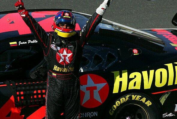 Montoya feiert seinen Sieg - Foto: Sutton