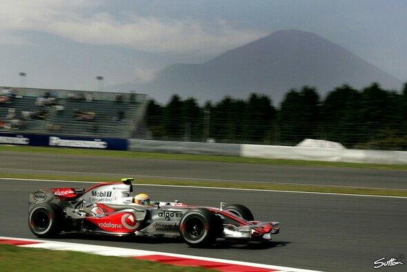 Hamilton fuhr die schnellste Zeit des Freitags. - Foto: Sutton