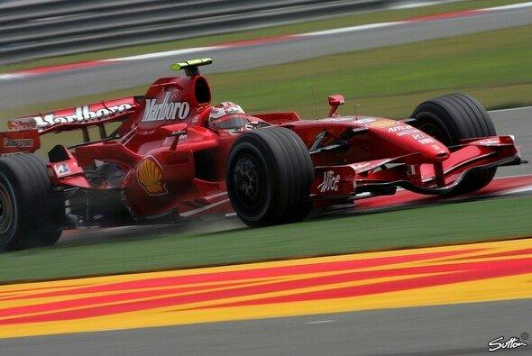 Kimi Räikkönen war wieder knapp vorne - Foto: Sutton