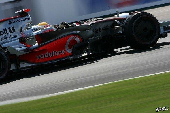 Lewis Hamilton auf dem Weg zum dritten Sieg in Serie? - Foto: Sutton