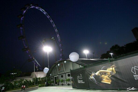 Die Lichter funkelten in Singapur. - Foto: Sutton