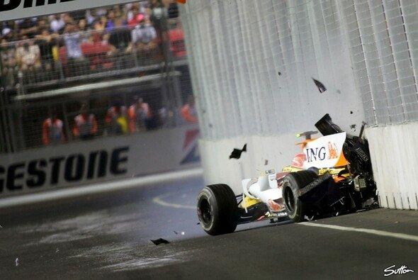 Nelson Piquet verhalf Renault-Teamkollege Fernando Alonso mit einem gestellten Crash zum Sieg - Foto: Sutton