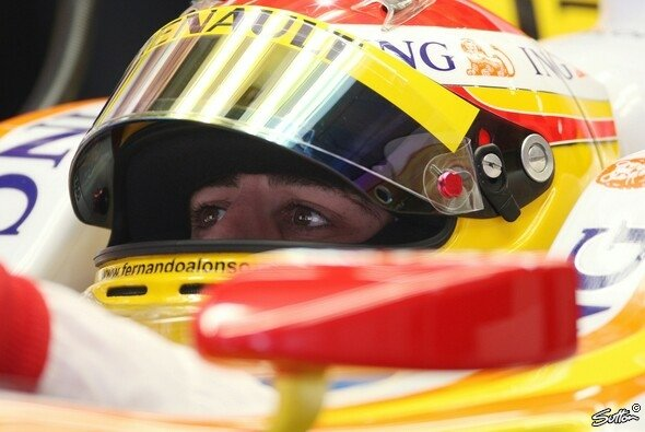 Fernando Alonso will am Samstag ins Q3 - Foto: Sutton
