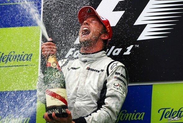 Jenson Button jubelte erneut. - Foto: Sutton
