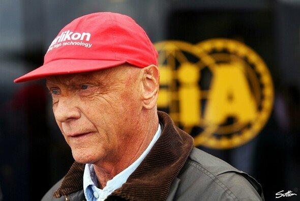 Niki Lauda erwartet nur noch ein Duell um den Titel - Foto: Sutton