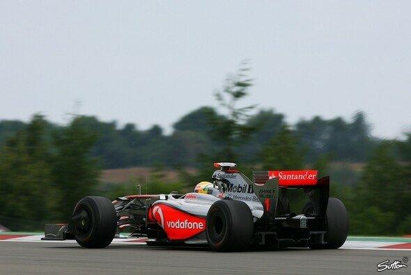 Hamilton fuhr Bestzeit beim Heimspiel von Mercedes. - Foto: Sutton