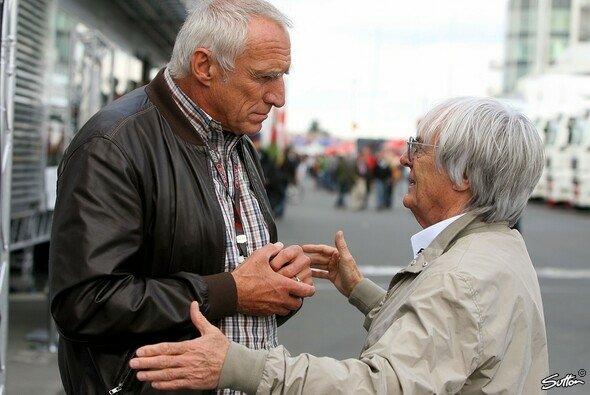 Bernie Ecclestone (rechts) im Gespräch mit Red-Bull-Chef Dietrich Mateschitz